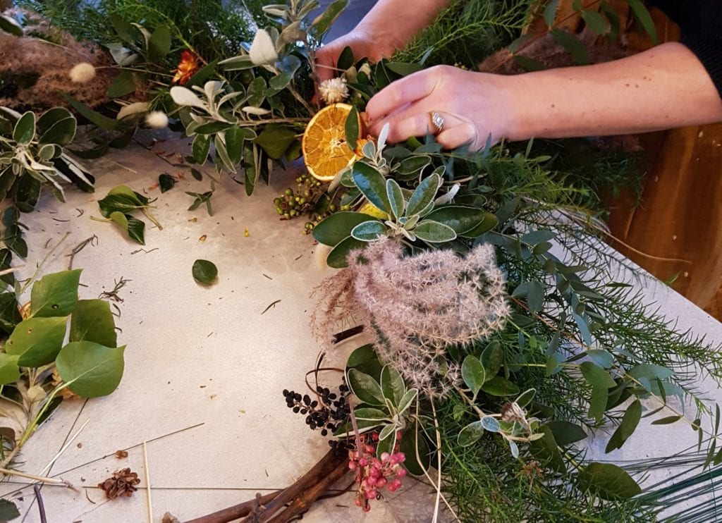 Wreath tutorial with 3 acre Blooms | Festive wreath