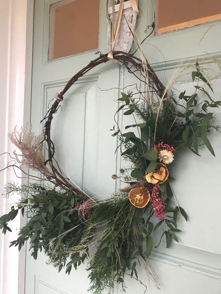 Shepherds House at Christmas | Festive wreath