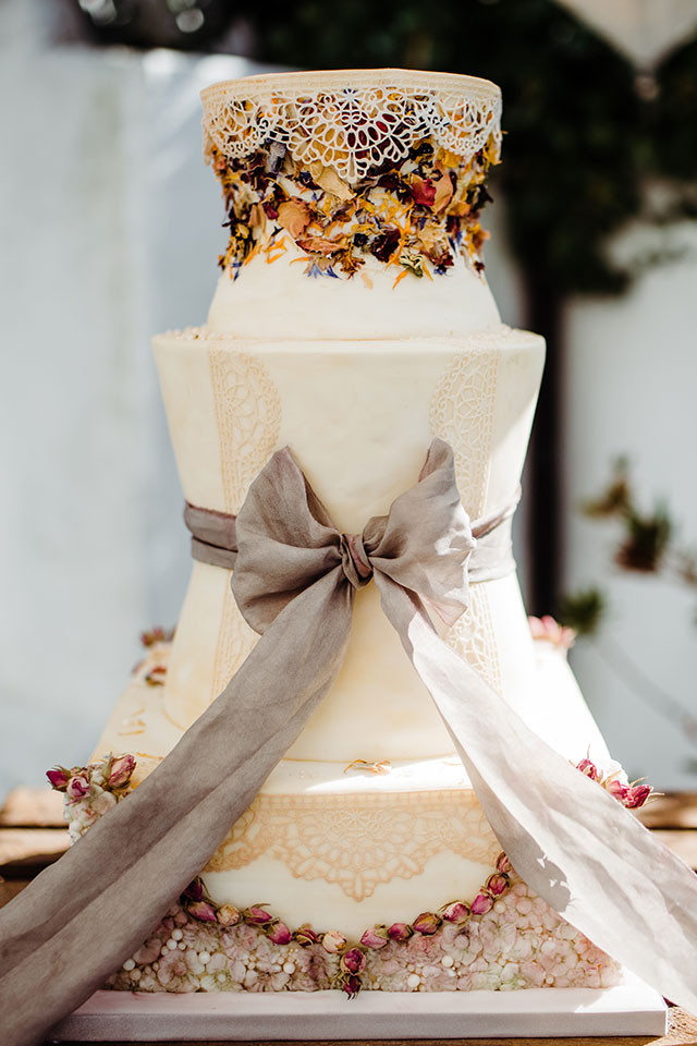 Vintage style wedding cake with lace and bow