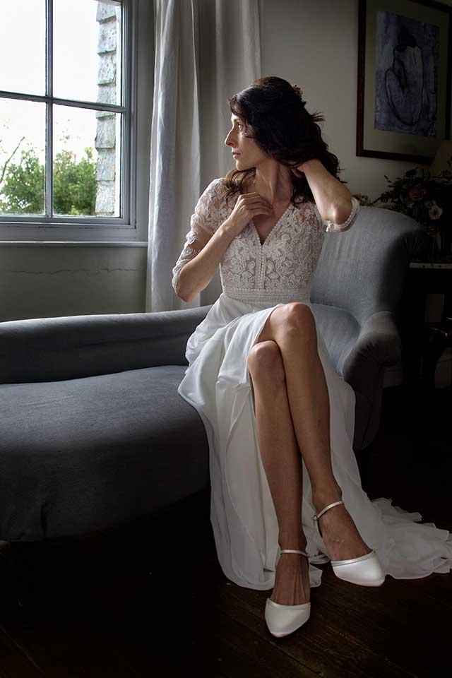 elegant bride in bridal suite