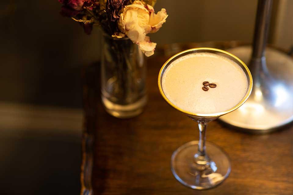 1538 martini cocktail