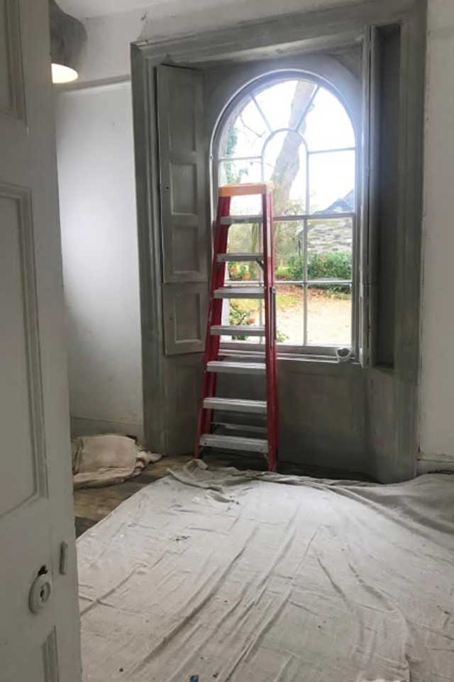 Empty room with ladder being decorated