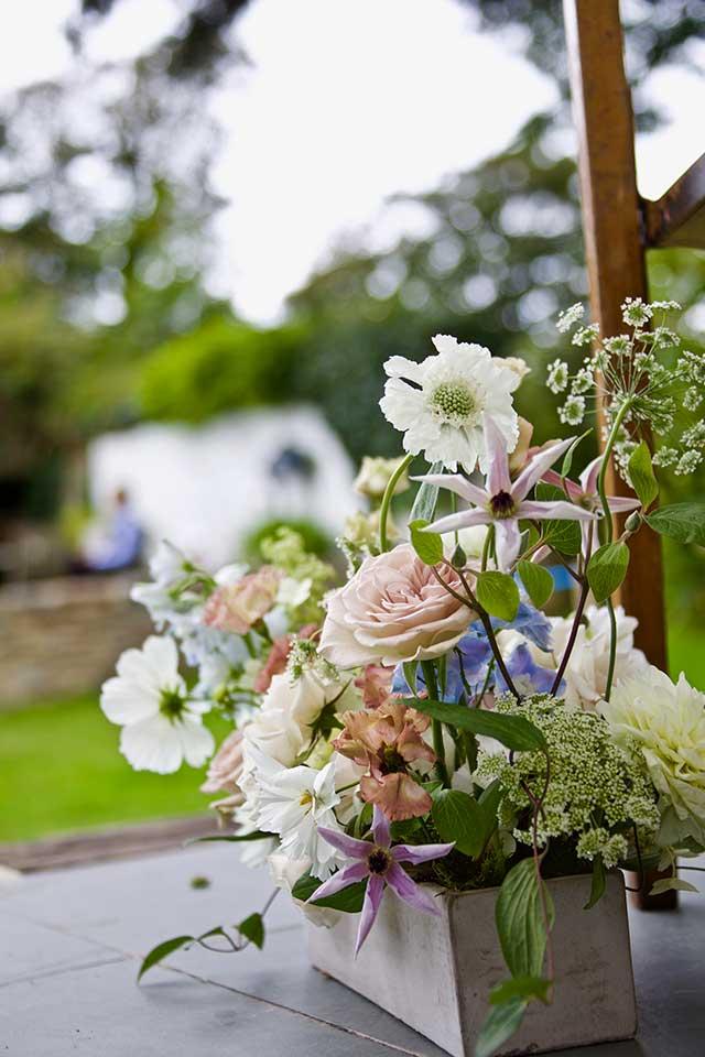 close up of blush wedding bouquet flowers