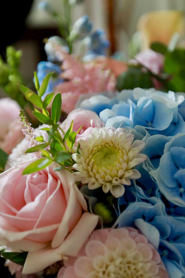 beautiful bright summer wedding flowers