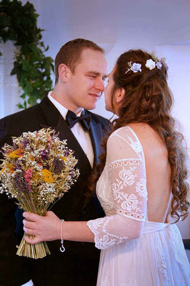 winter wedding with dried flowers