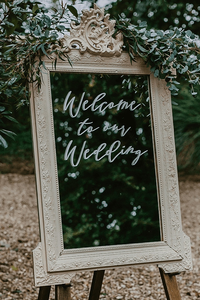vintage easel welcome to our wedding sign